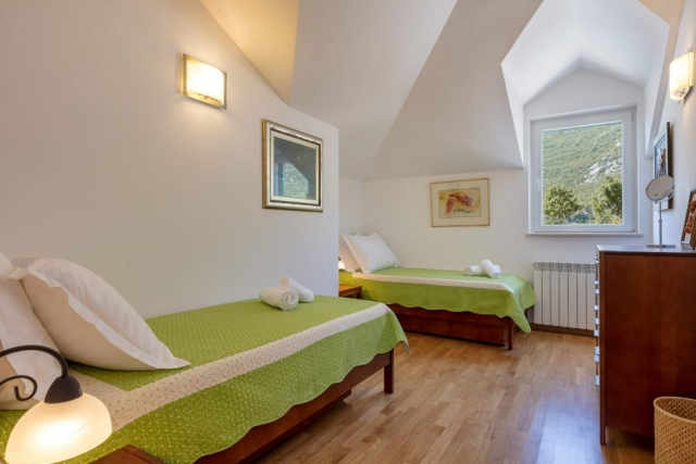 Twin bedded room in the Villa Roglic