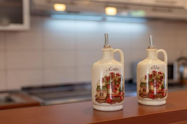 Porcelain spice jars